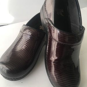 Dansko Patent Leather Brown shoe size 9